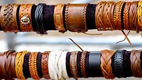 Handcrafts i braccialetti variopinti Fotografia Stock Libera da Diritti