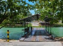 Handcrank prom dla Xunantunich Archeologicznej rezerwy Antyczne Majskie ruiny na zewnątrz San Ignacio, Belize obrazy royalty free