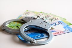 Handcuffs en bankbiljetten Het concept omkoperij en corruptie royalty-vrije stock afbeelding