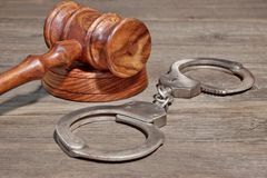 Handcuffs and Gavel in Courtroom Royalty Free Stock Photos