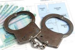 Handcuffs, geld met het plan van het geïsoleerde huis Royalty-vrije Stock Afbeeldingen