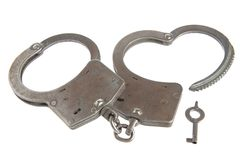 Handcuffs in hartvorm en sleutel op witte achtergrond Royalty-vrije Stock Foto's