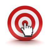 Handcurseur die in het centrum van het rode dartboard of het doel over witte achtergrond klikken Stock Foto