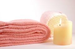 Handdoek en kaars stock afbeelding