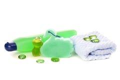Handdoek en shampoo Stock Afbeelding