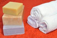 Handdoek en zeep Stock Foto's