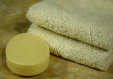 Handdoek en zeep stock fotografie
