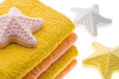 Handdoek en zout voor een bad royalty-vrije stock fotografie