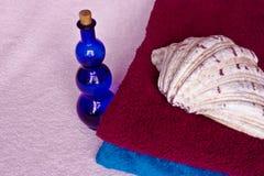 Handdoek, fles, shell Royalty-vrije Stock Afbeelding