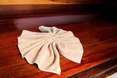 Handdoek in ruimte Royalty-vrije Stock Foto's