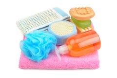 Handdoek, zeep, shampoo en spons Stock Afbeelding
