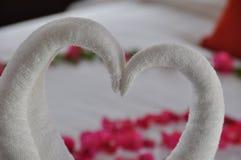 Handdoekdecoratie in hotelruimte Royalty-vrije Stock Foto's