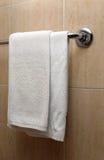 Handdoeken in een badkamers Royalty-vrije Stock Afbeeldingen