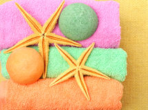Handdoeken, giftdozen, zoute bommen, zeesterren Stock Afbeeldingen