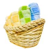 Handdoeken in Rieten Mand VI Stock Foto's