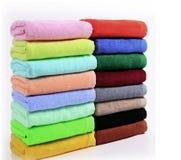 Handdoeken in verschillende kleur Royalty-vrije Stock Afbeelding