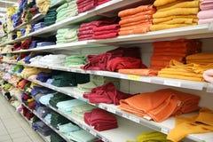 Handdoeken in winkel Royalty-vrije Stock Foto