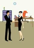 Handdruk tussen de bedrijfsmens en vrouw in bureau Royalty-vrije Stock Afbeeldingen