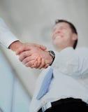 Handdruk tussen Kaukasische zakenman twee Royalty-vrije Stock Afbeelding
