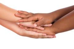 Handdruk tussen rassen Stock Foto's