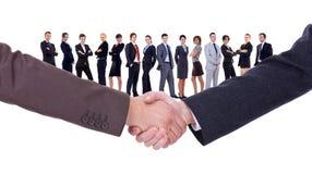 Handdruk van twee zakenlieden Royalty-vrije Stock Afbeeldingen