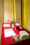 handduk för badrumbunkeinterior royaltyfri foto