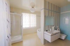 handduk för badrumbunkeinterior Arkivfoton