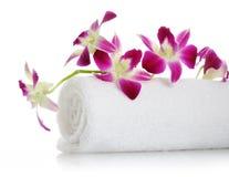 Handduk med orchiden Royaltyfri Bild