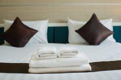 Handdukar är tillgängliga på hotellet Royaltyfria Bilder