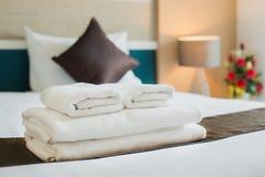 Handdukar är tillgängliga på hotellet Royaltyfria Foton