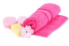 Handdukar, blomma och tvålar Royaltyfria Bilder