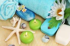 Handdukar tvål, blomma, stearinljus Fotografering för Bildbyråer