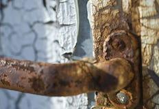 Hande arrugginito della porta Fotografie Stock