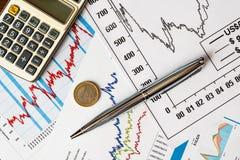 Handel drijvend voorraden en geld Stock Afbeeldingen
