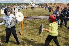 Handel och underhållning på thårsdagen för festival 536 av befrielsen av Ryssland från detTatar oket i den Kaluga regionen fotografering för bildbyråer