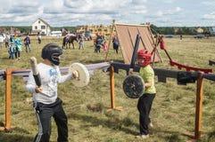 Handel och underhållning på thårsdagen för festival 536 av befrielsen av Ryssland från detTatar oket i den Kaluga regionen royaltyfri foto