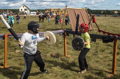 Handel och underhållning på thårsdagen för festival 536 av befrielsen av Ryssland från detTatar oket i den Kaluga regionen arkivfoto
