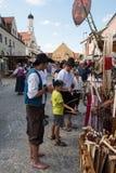Handel på den historiska festivalen Arkivbild