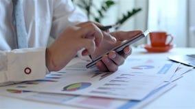 Handelaar Analyzing Income Charts stock footage