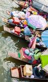 Handelaar op boot en toerist Royalty-vrije Stock Fotografie