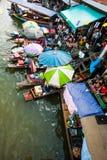 Handelaar op boot en toerist Royalty-vrije Stock Foto's