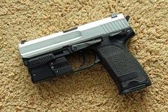Handeldvapen som är halvautomatisk Arkivfoton
