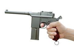 Handeldvapnet Mauser M-72 i hans hand Luftpistol Arkivfoto