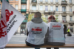 Handelfackföreningsmedlemmar under en demonstration i Warszawa - Polen Fotografering för Bildbyråer
