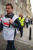 Handelfackföreningsmedlemmar under en demonstration i Warszawa - Polen Royaltyfria Foton