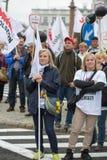 Handelfackföreningsmedlemmar under en demonstration i Warszawa - Polen Arkivfoto
