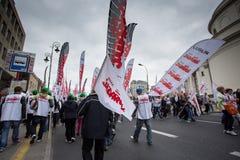 Handelfackföreningsmedlemmar under en demonstration i Warszawa - Polen Arkivbilder