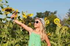 Handeln des kleinen Mädchens selfy Lizenzfreie Stockbilder