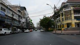 Handeln Sie Burapha-Straße an Phahurat-Schnitt in Bangkok, Thailand stock video