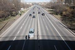 Handeln Sie in der Stadt, die von der Brücke gesehen wird Lizenzfreie Stockfotografie